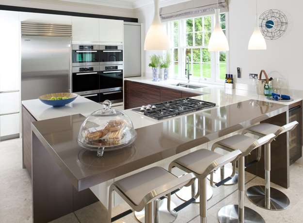 Contemporary Kitchen & Breakfast Bar