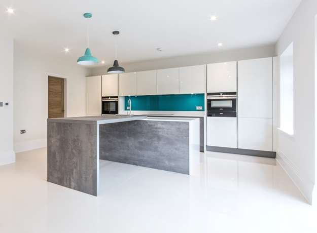 Contemporary Kitchen for Surrey Residence
